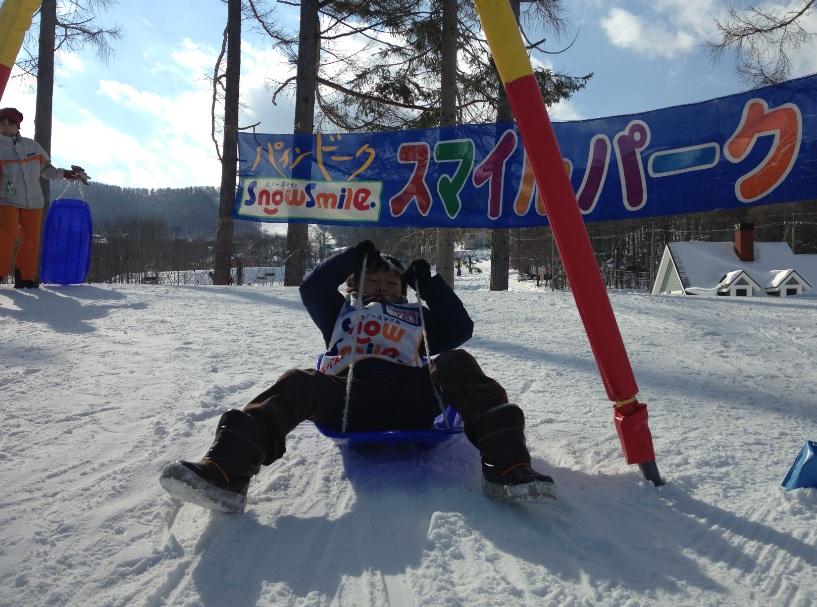 菅平高原パインビーク【口コミ】ファミリー向けのスキー場&キッズパークでとことん雪遊び!ソリが1人1台欲しくなる施設