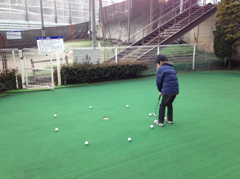 ウィンズゴルフステーション新座、ジュニアスクールの合間にバンカーとパターを格安で練習♪