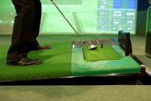 シミュレーションゴルフだと、傾斜がつくから本コースの練習にもなる!