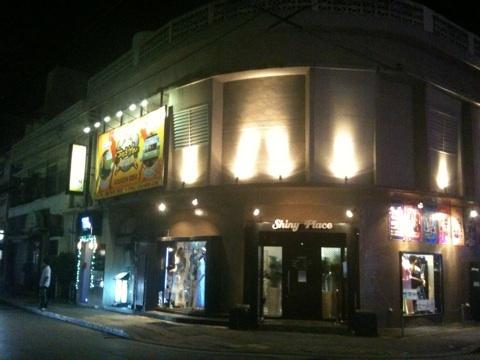 【沖縄県】GOLFZONちゅらかん、那覇市内唯一のゴルフバーはいい雰囲気で楽しかったぞ~♪
