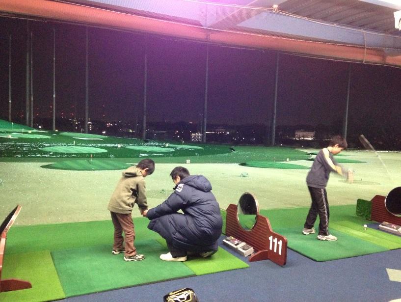 ウィンズゴルフステーション新座、月4回で4000円と大変お得なジュニアスクールに通い始めました!